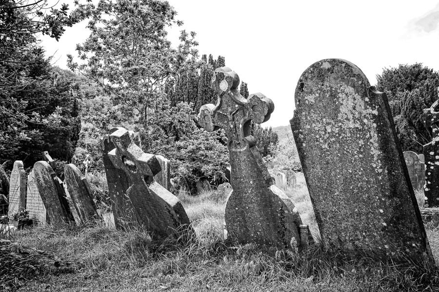 Leaning-headstones-2.jpg